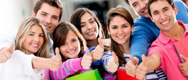 счастливые польские студенты